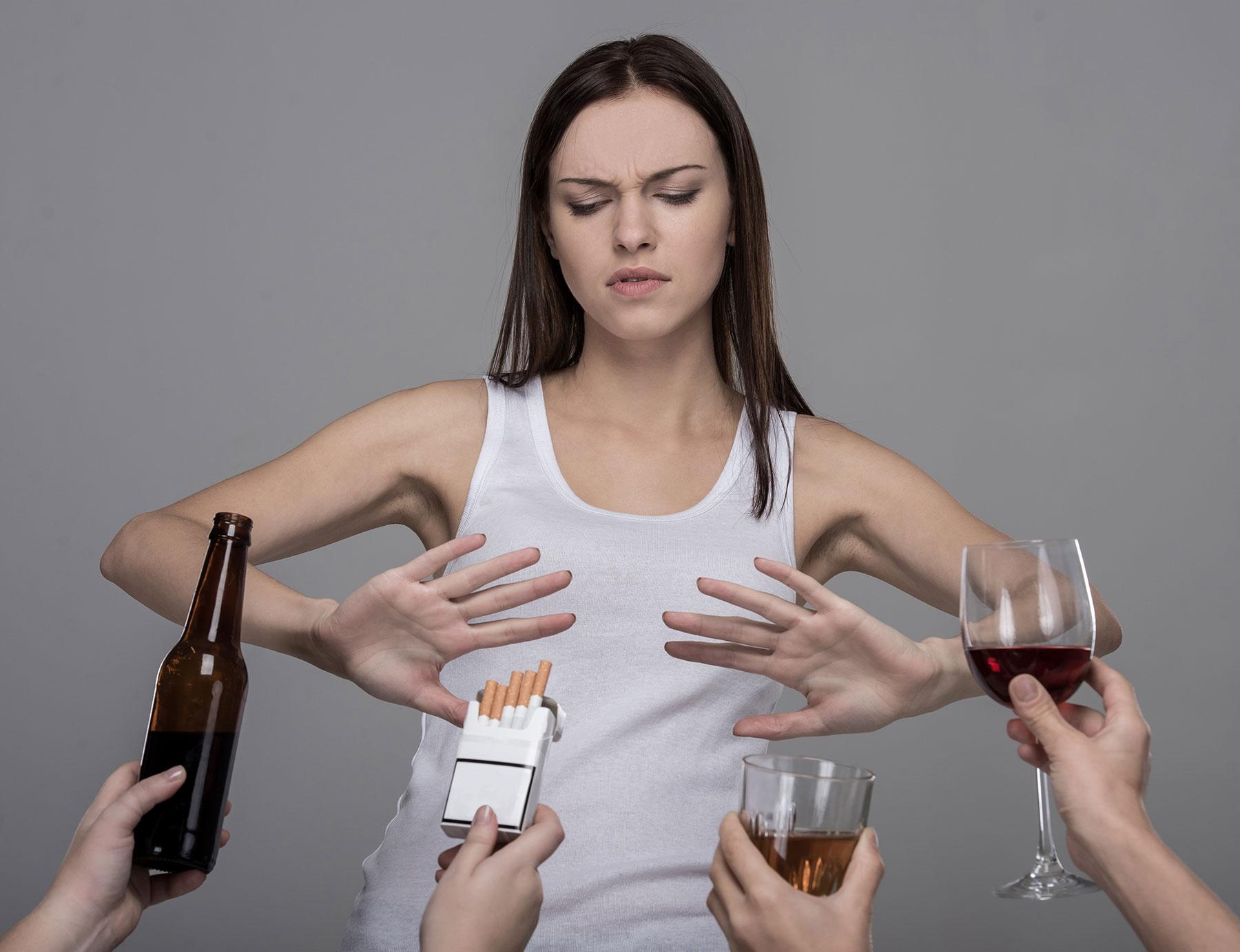 Photo of Sigarayı ve Alkolü Bırakmak Riski Yüzde 50 Azaltıyor